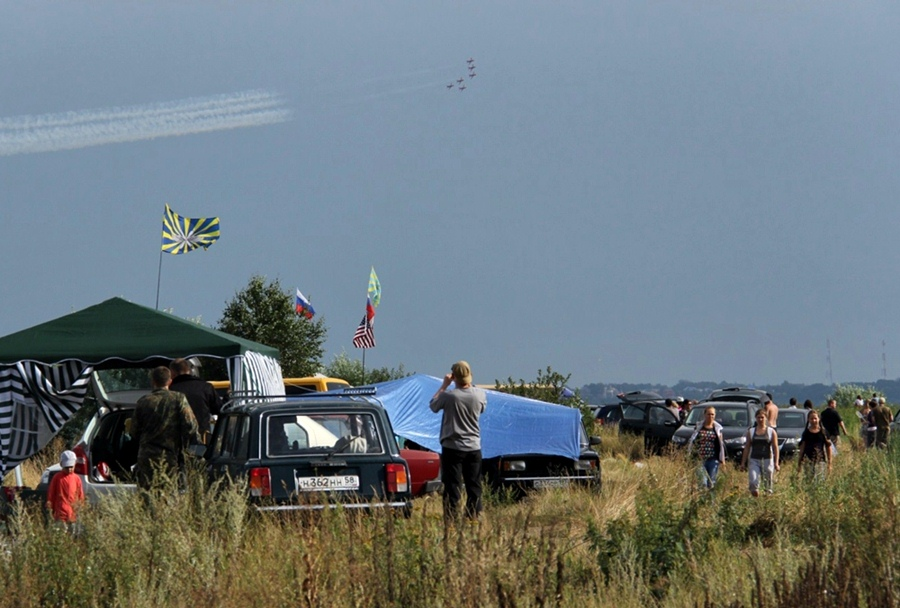 2012 Acampamento nos arredores do aeroporto de Zukhovsky
