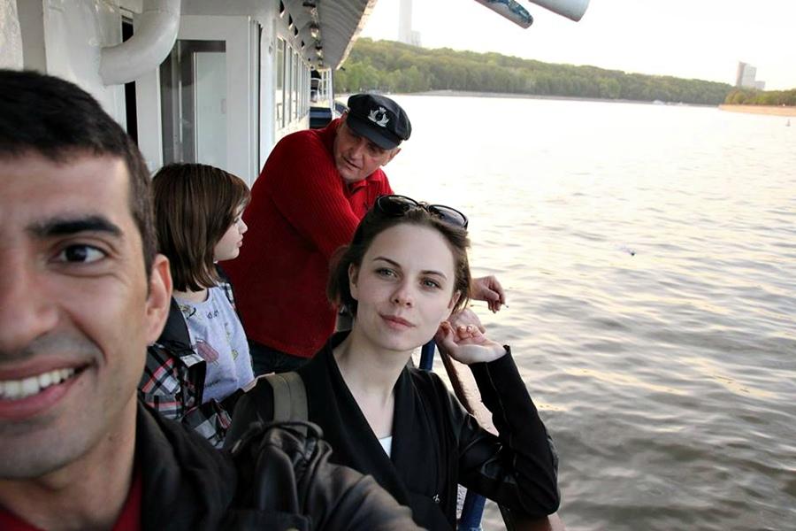 2015, com Victoria no passeio de barco pelo Rio Moscou